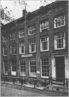 The house at Nieuwezijds Voorburgwal 282 in Amsterdam where Tina Strobos hid over 100 Jews during German occupation of Amsterdam. #amsterdam #worldwar2 #NieuwezijdsVoorburgwal