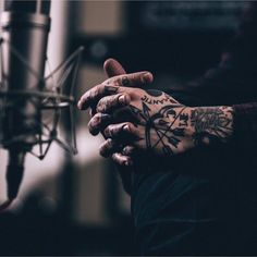Frank Iero's hands Frank Iero Tattoos, Frank Lero, Mikey Way, Gerard Way, Emo Bands, Foo Fighters, Paramore, My Chemical Romance, Youtubers