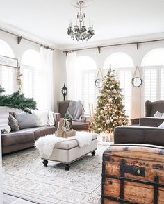 Vintage French Soul ~ Green and white Christmas decorating ideas - So many lovely natural greenery and cozy neutral decorations in this Christmas living room! Winter Living Room, Christmas Living Rooms, Rustic Christmas, Christmas Home, White Christmas, Vintage Christmas, Apartment Christmas, Christmas Ideas, Beautiful Christmas