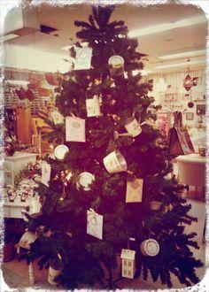 おはようございます! もうすぐクリスマスですね~クリスマスギフトにピッタリなインテリア雑貨がゾクゾク入荷中♪  ホームパーティやイベント、楽しい集まりに、ちょっとした手土産で喜ばれるプレゼントなど揃ってます!!お気軽にご相談くださいね。 外は寒いですがスタッフはあったかいですよ~(笑)