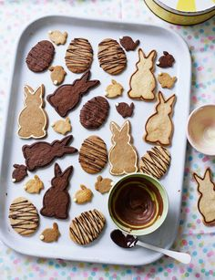 Biscuits are irresistible at the best of times - but how about these bunny and egg Easter biscuits? Prepare for sticky fingers as you decorate the delicious vanilla, dark chocolate and malted milk biscuits with melted chocolate. Milk Biscuits, Easter Biscuits, Buttery Biscuits, Easter Cookies, Easter Treats, Easter Food, Hoppy Easter, Spring Recipes, Easter Recipes