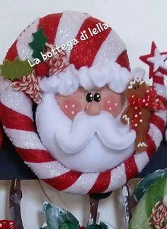 Santa tierno Christmas Stocking Kits, Felt Christmas Stockings, Felt Christmas Decorations, Christmas Sewing, Christmas Tree Ornaments, Christmas Wreaths, Holiday Decor, Christmas Makes, Christmas Art
