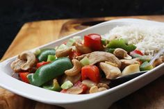 Chicken Cashew Nuts and Peppers Cookeo, a delicious dish of chicken breast for your dinner dish, here is the easiest recipe for cooking. Chicken And Cashew Nuts, Boiled Chicken, Fried Vegetables, Chicken Stuffed Peppers, Vegetable Stir Fry, Marinated Chicken, Dinner Dishes, Tasty Dishes, Chicken Recipes