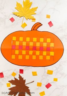 These Paper Weaving Fall Printables are perfect to strengthen and keep those little fingers busy this season! Also helps to improve concentration and hand-eye coordination in little kids. Printable Activities For Kids, Printable Crafts, Printables, Fun Crafts For Kids, Cute Crafts, Kids Fun, Thanksgiving Crafts, Fall Crafts, Thanksgiving Decorations