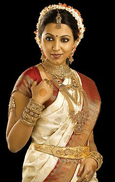 Traditional South Indian bride wearing bridal jewellery and saree
