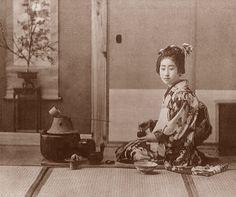 Tea art, tea ceremony, and chado: Part 3 Old Pictures, Old Photos, Era Edo, Tee Kunst, Japanese Tea Ceremony, Old Photography, Tea Art, Best Tea, My Cup Of Tea