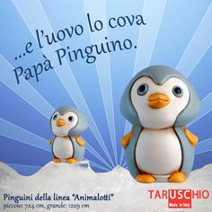 Penguins / Pinguini: i pinguini imperatori, che famiglia moderna! La femmina depone un unico uovo e poi parte verso il mare in cerca di cibo, lasciando al maschio la custodia del loro piccolo.  Il maschio proteggerà l'uovo da temperature di -60° e venti ad oltre 200km/h per 65 giorni, e senza mangiare nulla! Cari mariti/compagni 'umani', temete il confronto?   (Pinguini, linea Animalotti colorati http://www.taruschioceramica.it/animalotti_colorati.htm)