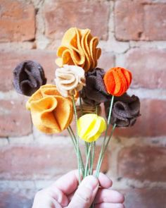 Prepping some of your Thanksgiving decor this weekend? These festive felt flowers will be a great addition to each place setting.