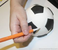 We hope you like this step-by-step tutorial on how to make a soccer ball to decorate a cake!