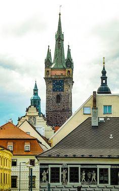 Město Klatovy | Náměstí Míru, Černá věž Czech Republic, Rooftop, Mansions, House Styles, Home Decor, Rooftops, Decoration Home, Manor Houses, Room Decor