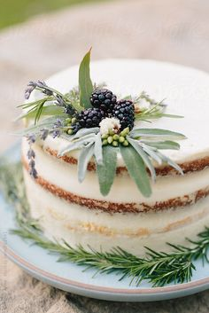 Beautiful naked cake with white frosting. Decorated with safe and blackberries a… – Blechkuchen rezepte Beautiful Birthday Cakes, Beautiful Cakes, Amazing Cakes, Wedding Cake Rustic, Rustic Cake, Rustic Birthday Cake, Wedding Cakes, Wedding Decor, Pretty Cakes