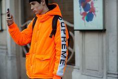 Streetsnaps: Paris Fashion Week - Part The latest looks from the French capital. Boy Fashion, Paris Fashion, Mens Fashion, Street Fashion, Indian Blue, Tee Design, Sweater Hoodie, Streetwear Fashion, Sportswear