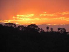 Sempre tem um pôr-do-sol esperando para ser visto.