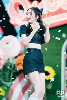#redvelvet #redvelvetkpop #queendom #Irene #joy #seulgi #yeri #Wendy South Korean Girls, Korean Girl Groups, Red Velvet Irene, Korean Singer, Bae, High Waisted Skirt, Mini Skirts, Actresses, Color