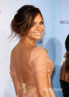 Demi Lovato, looks so pretty. I love her hair color and hair style!