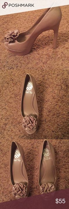 Vince Camino Biege Heel Worn once, no scuffs, beautiful heel Vince Camuto Shoes Heels