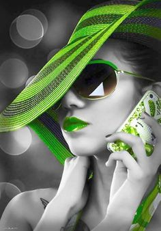 Beautiful colorful pictures and Gifs: Azul-Blue images-Color Splash Color Splash, Color Pop, Splash Art, Pink Color, Black White Photos, Black And White, Splash Photography, Portrait Photography, Love Hat