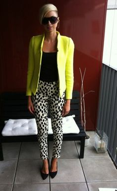 everything about this outfit is perf, blazer, pointy shoes, and printed pants !