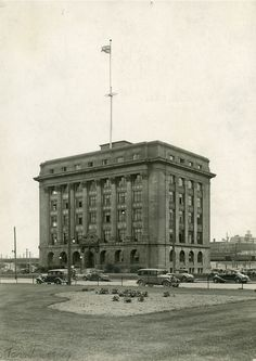 Toronto Harbour Commission Building on Harbour Street, 1933 Toronto Ontario Canada, Toronto Photos, World Trade, Historical Architecture, Historical Pictures, Great Shots, Old City, Landscape Photos, 1930s