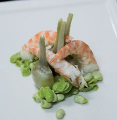 Ensalada de alcachofas y langostinos con vinagreta de nueces #recipes #cuisine