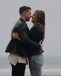 ✔ Couple Beach Videos Old Photoshoot Video, Couple Photoshoot Poses, Film Photography Tips, Couple Photography Poses, Beautiful Love Pictures, Beautiful Songs, Cute Couples Kissing, Couples In Love, Cute Love Couple