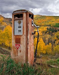 / Photo Time Machine by Gleb Tarro Old Gas Pumps, Vintage Gas Pumps, Abandoned Cars, Abandoned Places, Abandoned Vehicles, Pin Up Girls, Station Essence, Pompe A Essence, American Pickers