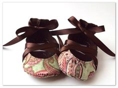 I WANT THESE For A GIRL!!!!!!!!!!!!  Ballerina Style Baby Shoes. $15.00, via Etsy.