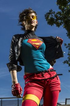 ★ TOO ★ Supergirl (Superboy Cosplay) Dc Cosplay, Genderbent Cosplay, Cosplay Outfits, Best Cosplay, Cosplay Girls, Superman Cosplay, Supergirl, Batgirl, Young Justice Comic