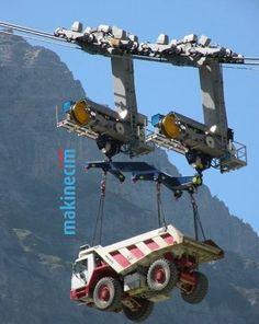 Büyük şantiyelerde ve barajlarda iş makinelerinin indirilme şekli.. #makinecim #makina #makine #işmakinesi #crane #mobilecrane