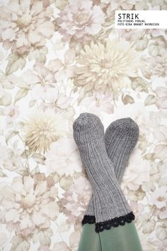 nice idea for a sock edging--crocheted scallops.
