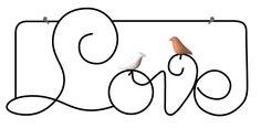Escultura em arame com passarinhos de cerâmica para pendurar na parede. As cores dos passarinhos podem variar.