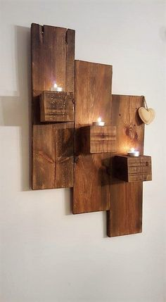 It would look so pleasant and amazing if you would add upon the use of wood pallet in the wall decoration custom designing. This wall decoration has been dramatic adjusted with the crafting involvement of the pallet planks resting on the top.