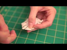 How to Make Hexagons (English Paper Piecing) Tutorial by Jennifer Mathis of Ellison Lane Supplies Needed: paper hexagon templates x fabric squar. Quilting For Beginners, Quilting Tips, Quilting Tutorials, Quilting Designs, Hexagon Quilting, Quilting Projects, Sewing Projects, I Spy Quilt, Hand Applique