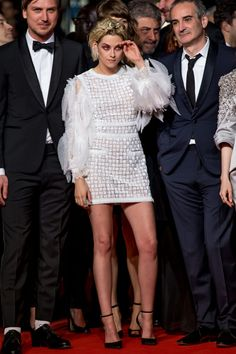 Kristen-Stewart-Personal-Shopper-Premiere-Cannes-Film-Festival-Red-Carpet-Fashion-Chanel-Tom-Lorenzo-Site (5)