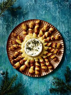 Baked camembert with bacon-wrapped breadsticks Gooey, melted cheese and crispy, golden bread make a stunning centrepiece to share with friends over drinks or as a dinner party starter - make ahead for fuss-free entertaining Christmas Canapes, Christmas Buffet, Christmas Party Food, Xmas Food, Christmas Cooking, Christmas Recipes, Christmas Entertaining, Tapas, Bbc Good Food Recipes