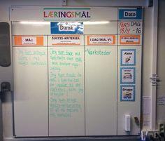 Dagens læringsmål i dansk 4 klasse - vi arbejder altid med værksteder om torsdagen og til det formål har alle eleverne et tjek-liste-hæfte i deres evalueringslogbog, hvor de kan se hvilke mål de skal arbejde med samt tilhørende succeskriterier :-)