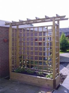 We can make something like this to hide the support post in the backyard... Made just lattice?