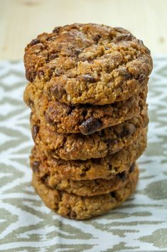 Biscuits with oats, peanut butter and chocolate pieces are very nutritious and very easy to prepare. Healthy Biscuits, Romanian Food, Tasty, Yummy Food, Breakfast Dessert, Breakfast Ideas, Cupcake Cookies, Cupcakes, Chocolate Peanut Butter