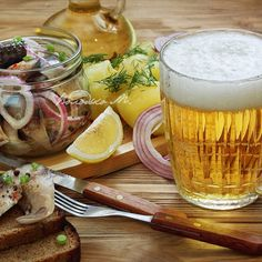 #Маринованная #скумбрия с молодым #картофелем и  #пивом Food Photo, Still Life, Beer, Mugs, Tableware, Root Beer, Dinnerware, Cups, Dishes