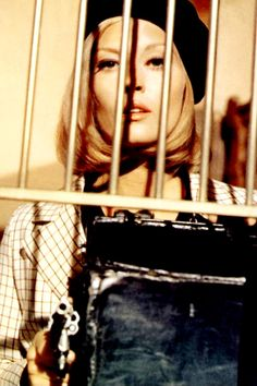 Bonnie And Clyde by Arthur Penn with Faye Dunaway, Warren Beatty, Gene Hackman. Bonnie Parker, Bonnie Clyde, Warren Beatty, Faye Dunaway, Arthur Penn, Gena Rowlands, Actor Studio, Romance, Great Films