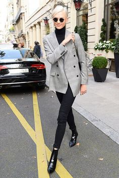 Fall 2017's #1 Skinny-Jean Outfit | Karlie Kloss | Checked blazer, black turtleneck knit + black jeans + black Chelsea boots