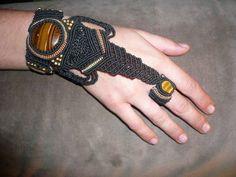pulsera anillo, con piedras ojo de tigre. peza unica. nogyan fraktal.