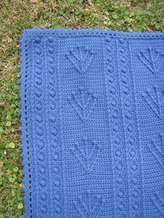 Branches & Berries Afghan. (Would be nice in cream colour - a bit like Aran knit). Free crochet pattern by Jean Leinhauser & Rita Weiss