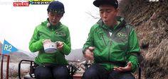 Running Man ep144 - Monday Couple [gif of Gary flicking crumbs off of Ji-hyo] KPOPcorn GIFS