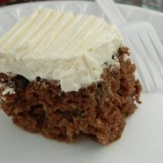 A traditional Spanish cake with spices and  raisins and frosted with a cream cheese based frosting.  Slice into bars and serve. Perfect for a cool autumn day.