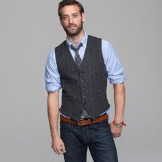 Ties are known for being dressy, but a great way to dress it down is by wearing it with jeans. Enjoy our collection of tie + jeans inspiration!