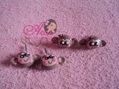 Brincos de biscuit - macaquinha O valor é por pares de brincos Pedido minimo: 5 unidades de pares de brincos R$ 2,50
