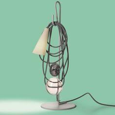 Die einzigartige Tischleuchte interpretiert traditionelle Elemente einer Leuchte neu. elegant | Tischleuchte | Innenleuchten |  Licht | Foscarini | Designleuchte | Wohnzimmer | Schlafzimmer | Tischlampe | Stimmungslicht | Glaskugel | Textilkabel | grau |  #foscarini #lichtdesign #licht #designleuchte #tischleuchte #frankeleuchten #unsereideenleuchten Modern Shop, Archetypes, Downlights, Hand Blown Glass, Amethyst, Table Lamp, Colours, Queen, Electrical Wiring