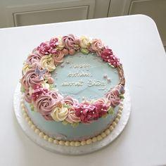 70th Birthday Cake For Women, Birthday Wishes Cake, 60th Birthday Cakes, Mom Birthday, Buttercream Flower Cake, Mom Cake, Cake Shop, Cake Recipes, Cake Decorating