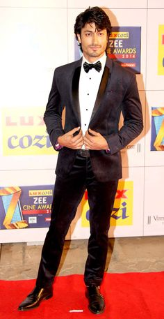 Vidyut Jamwal on the red carpet at the Zee Cine Awards 2014. #Style #Bollywood…